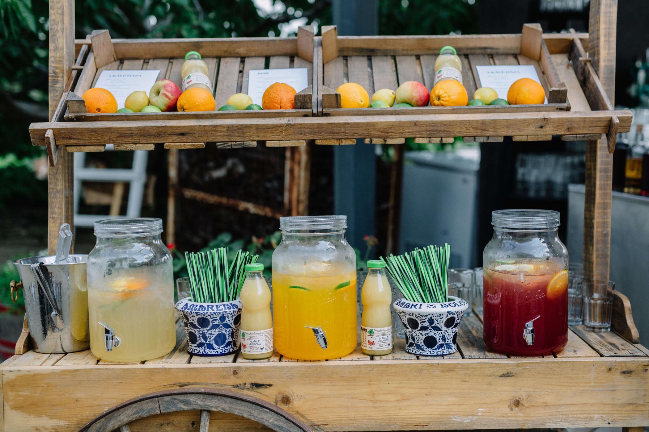 Országos koktélszerviz, mobil koktélbár, koktél mixer, IZ esküvő limonádé bár