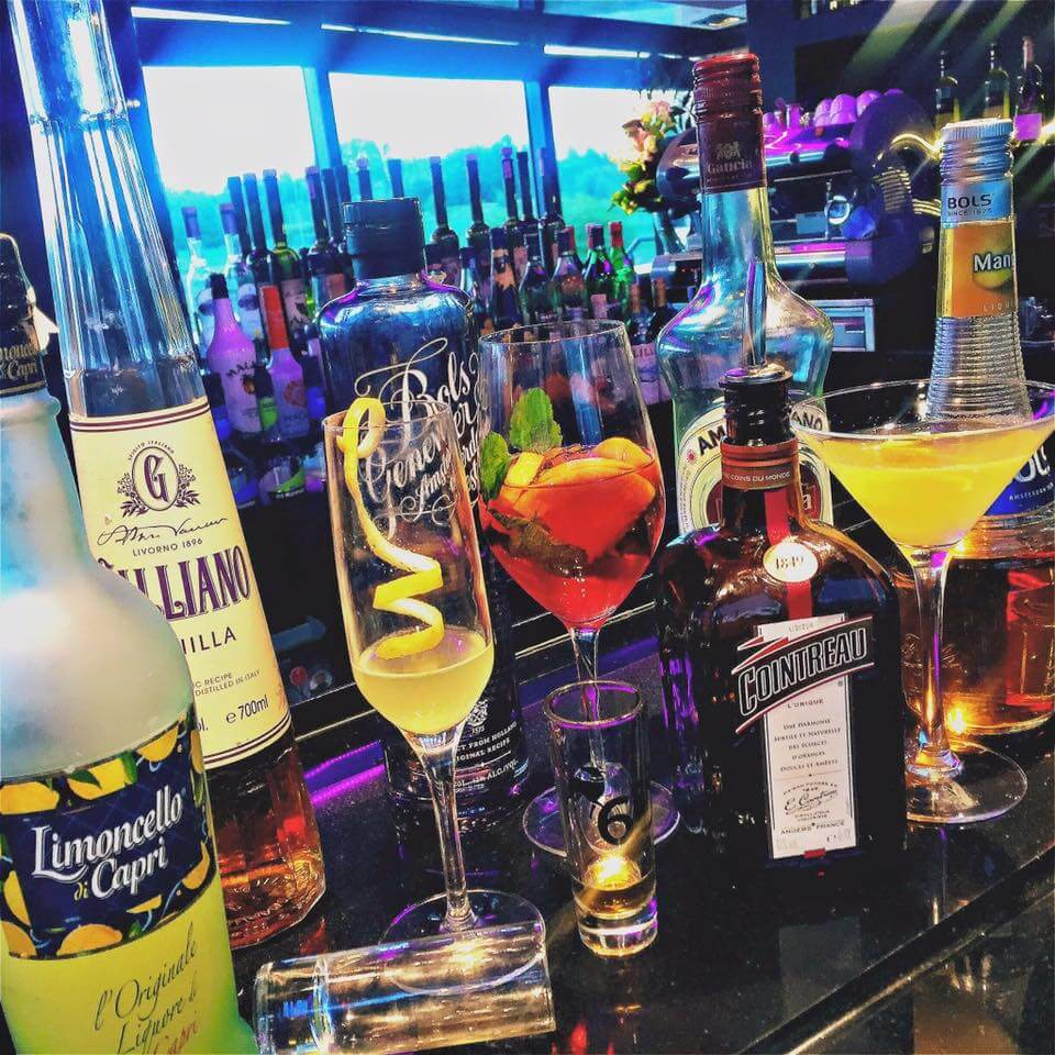 mobil koktélbár, koktél mixer, színes italok